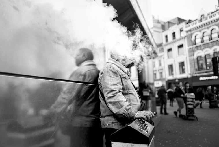 STREET PHOTOGRAPHY SMOKINGS